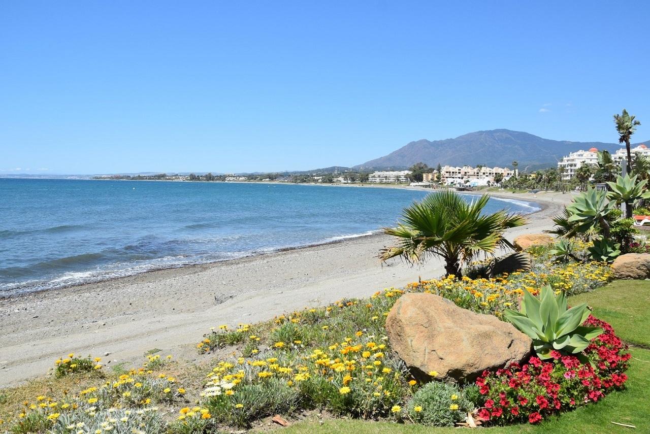 Las mejores playas de Estepona ¡Visita La Costa del Sol con nuestros coches de alquiler!